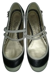 Juicy Couture Chic Pretty J Black,Ivory Flats