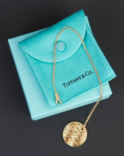 Tiffany & Co. Tiffany Notes Pendant in 18k yellow gold on 16'' chain Image 2