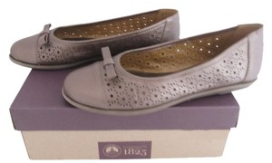 Clarks Leather Ballet Round Toe Perforations Pewter beige Flats