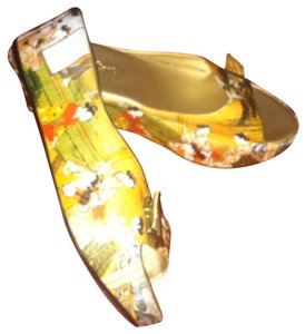 Project Art Yellow/ gold with print Wedges