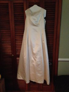 Jones New York Ivory Satin Polyester Rn 54050 Modern Wedding Dress Size 14 (L)