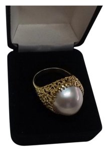 Natural Pearl 18 k Yellow gold dome ring Size 8