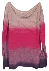 American Eagle Outfitters T Shirt Ombre pinks and purples