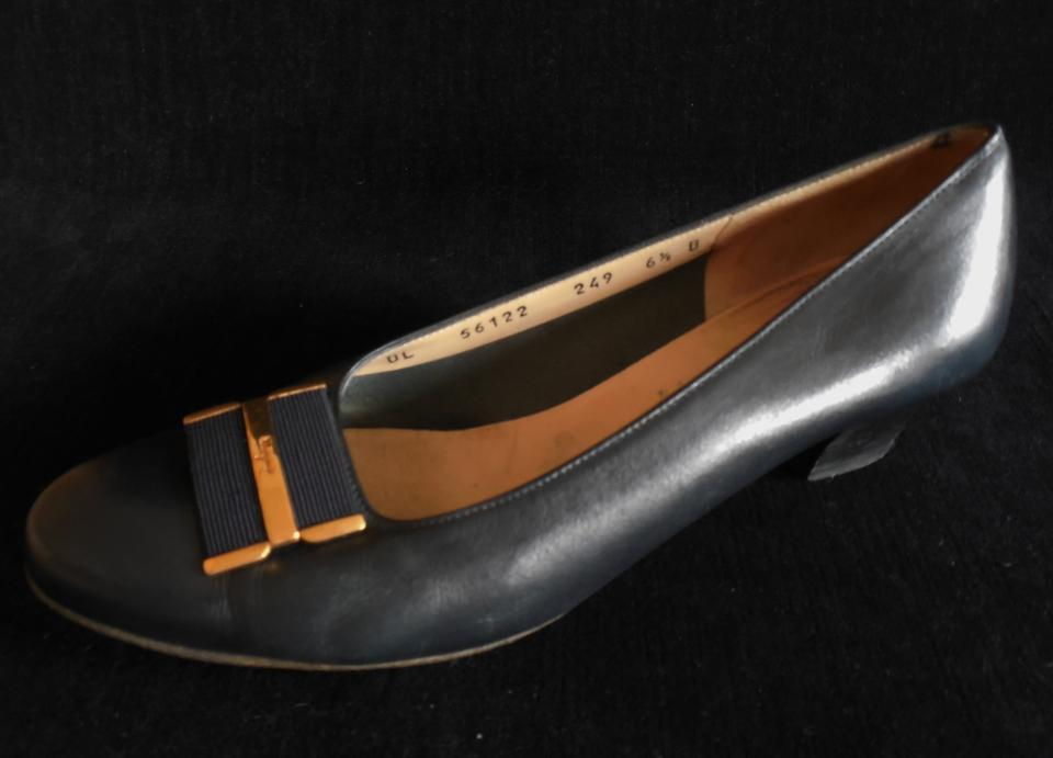 Salvatore Ferragamo Ferragamo Salvatore Navy Blue Classic Pumps 90a2da