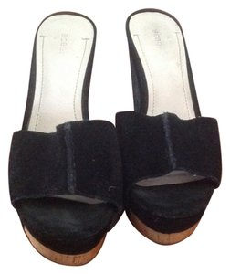BCBGeneration Bcbg Rexx Style Like New Leather Upper Wedge Black Sandals