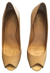Cole Haan Biege Textured Pumps
