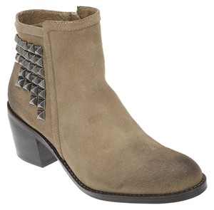 Matisse Studded Stud Distressed Brown Boots