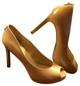 Guess Stiletto Peep Toe Hidden Platform Classic Formal Casual Tan patent leather Pumps
