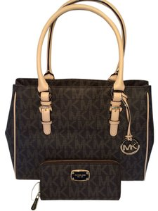 58967a88fb39c5 Michael Kors Jet Set Work Wallet Cosmetic Case Tote in Signature Brown