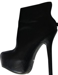 Dollhouse Ultra High Platform Bootie black Platforms