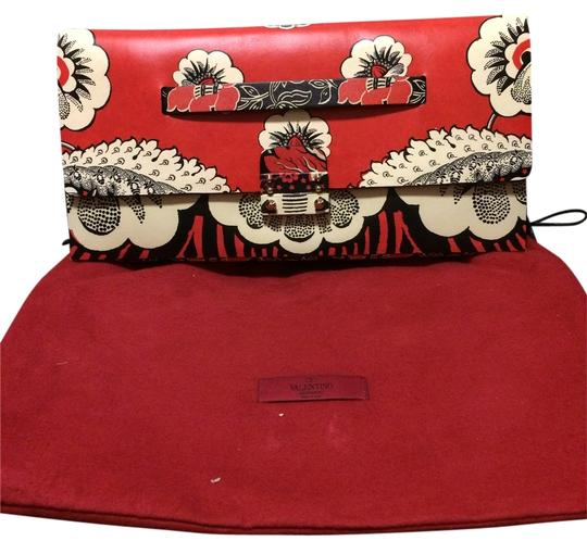 Preload https://item5.tradesy.com/images/valentino-ss2015-red-floral-print-leather-clutch-11990944-0-1.jpg?width=440&height=440