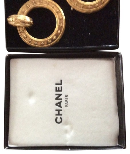 Preload https://item3.tradesy.com/images/chanel-gold-tone-classic-earrings-11992987-0-1.jpg?width=440&height=440