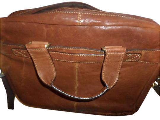 Preload https://item5.tradesy.com/images/kenneth-cole-computer-business-portfolio-double-gusset-top-zip-brown-leather-laptop-bag-11994094-0-1.jpg?width=440&height=440