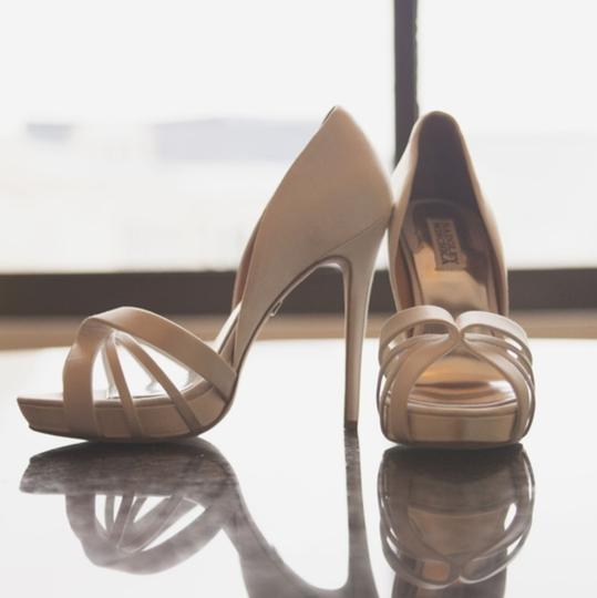 Badgley Mischka Ivory Bridal Platform Sandal Pumps Size US 8