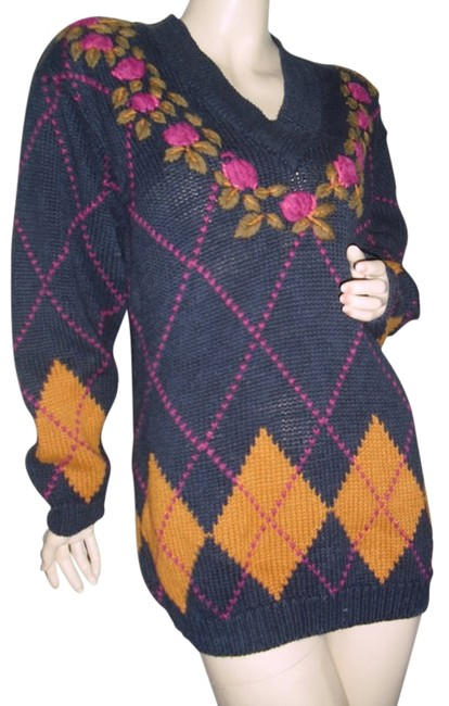Preload https://img-static.tradesy.com/item/12005128/navy-blue-and-gold-and-pink-ivy-league-argyle-roses-fashionista-style-boutique-sweaterpullover-size-0-1-650-650.jpg