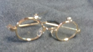 Other broach tiny glasses