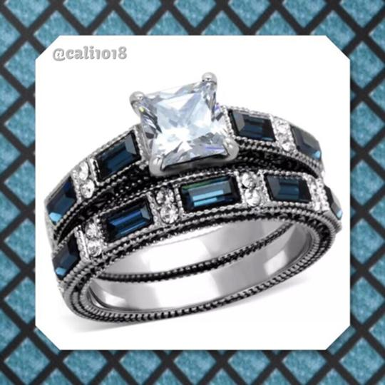 Preload https://img-static.tradesy.com/item/12021418/blue-and-clear-women-s-wedding-band-set-0-0-540-540.jpg