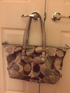 Coach Tote in Gray and cranberry