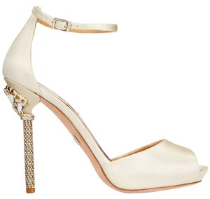 Badgley Mischka Meredith 6.5 Bridal Ivory Pumps