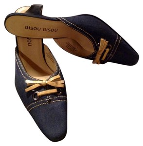 Bisou Bisou Low Pump Kitten Kitten Heel Dark Blue and Tan - Pumps