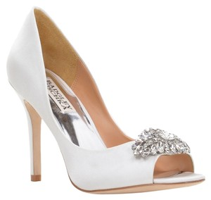 Badgley Mischka Lavender Ii Satin White Pumps