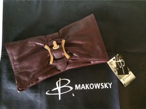 B. Makowsky Leather Seattle Brown Pebbled Clutch