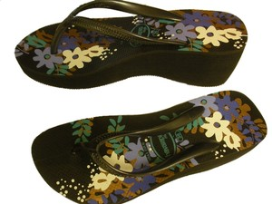 Havaianas New With Tag Exotic Look Black floral Wedges