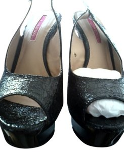 C Label Black Platforms