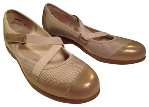Munro American Tan, metallic gold Flats