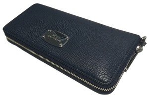 Michael Kors Michael Kors ZA Travel Continental Jet Set Navy Blue Clutch Wallet Wristlet