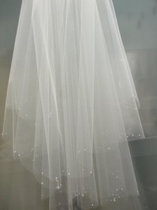 Laura Jayne White Short Scalloped Edge Designer with Swarovski Crystal Trim Bridal Veil