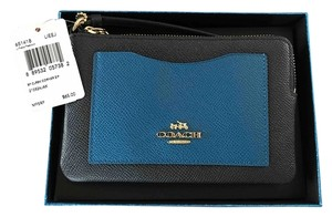 Coach Wristlet in Navy'Peacock