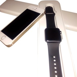 Apple Apple watch and Gold Iphone 5s