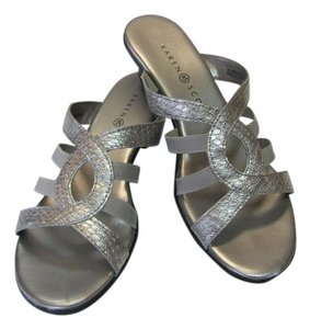 Karen Scott Size 7.00 M Excellent Condition Silver, Sandals