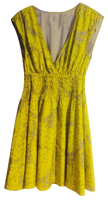 Item - Yellow / Nude-gray Floral Above Knee Short Casual Dress Size 4 (S)