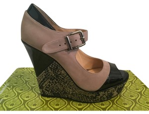 Gianni Bini Tan/Black Wedges
