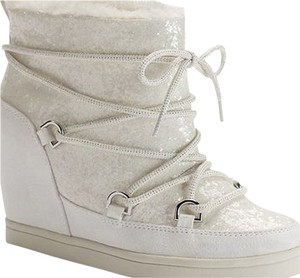 Juicy Couture white Boots
