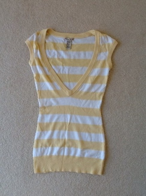 Preload https://item1.tradesy.com/images/forever-21-yellow-and-white-stripes-sweaterpullover-size-2-xs-1212790-0-0.jpg?width=400&height=650