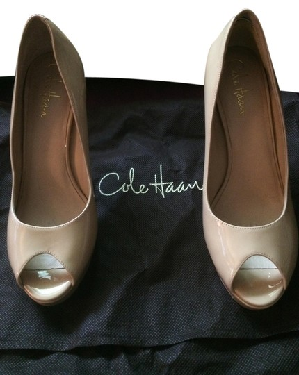 Preload https://item1.tradesy.com/images/cole-haan-nude-patent-leather-pumps-size-us-8-regular-m-b-1212825-0-0.jpg?width=440&height=440