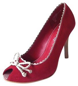 Mia Shoes Pip Toe Nubuck Marlbhoro Ecru Trim Scalloped Edges red Pumps