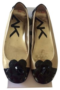 Ann Klein Black And Tan Flats