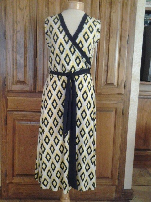 Akanne Klein Anne Blue Diamond Back Ground Flattering Dress