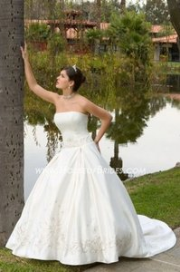 8384 Wedding Dress