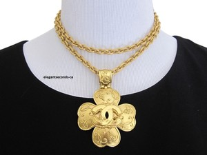 Chanel Auth. Vintage Chanel Gold Plated Necklace & Pendant