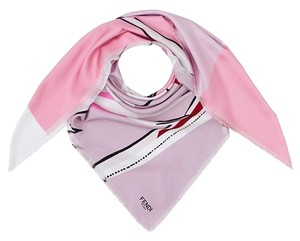 Fendi #36909Luxurious Fendi pink scarf in fine silk
