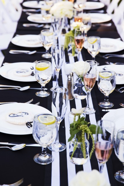 Item - Black and White Striped Table Runners Tablecloth