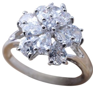 9.2.5 Gorgeous white topaz princess flower ring. size9.