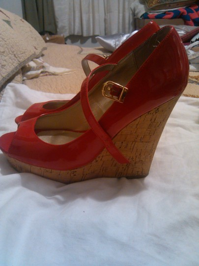 2 Guess Red 9 and Cream 9.5 Wedges
