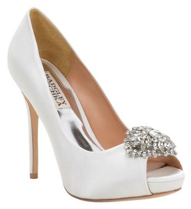 Badgley Mischka Jeannie Satin Pump Shoe Heel White Pumps