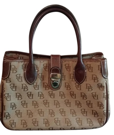 Preload https://item3.tradesy.com/images/dooney-and-bourke-beige-and-brown-tote-1221277-0-0.jpg?width=440&height=440